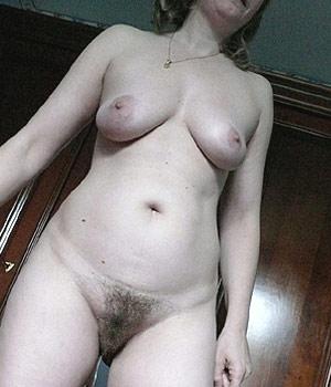 Femme à la chatte poilue