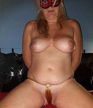 Femme libertine en string sexy
