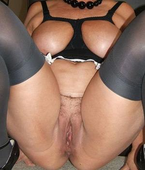 Femme mature exhibe sa grosse schneck