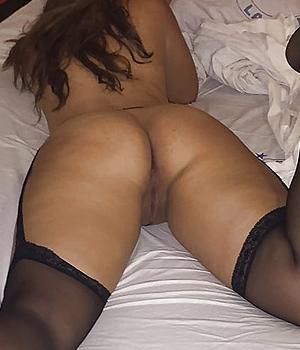Beurette sexy toute nue (bas nylon)