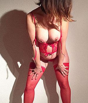 Belle paire de loches en lingerie rouge