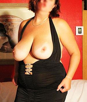 Femme gros seins à Caen