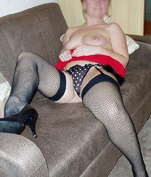 Femme Cougar de Limoges en bas résille