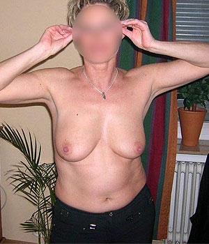 Femme Cougar de Brest s'exhibe sur Cougarillo.com