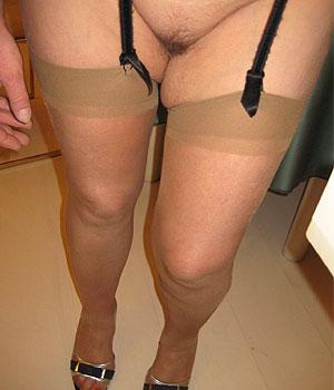 Tourangelle Cougar en lingerie sexy (Bas nylon et Talon)