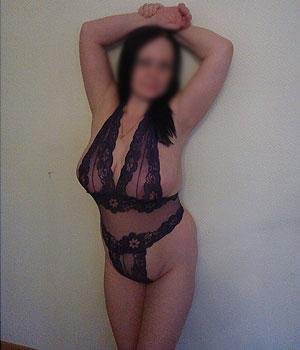 Femme Cougar libertine grosse poitrine