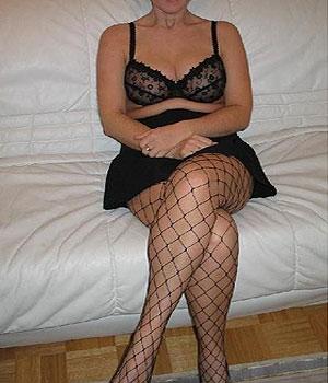 Femme Cougar en bas résille