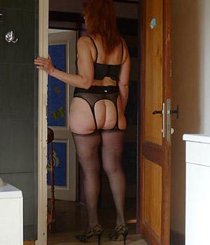 Femme cougar d'Avignon en porte-jarretelle