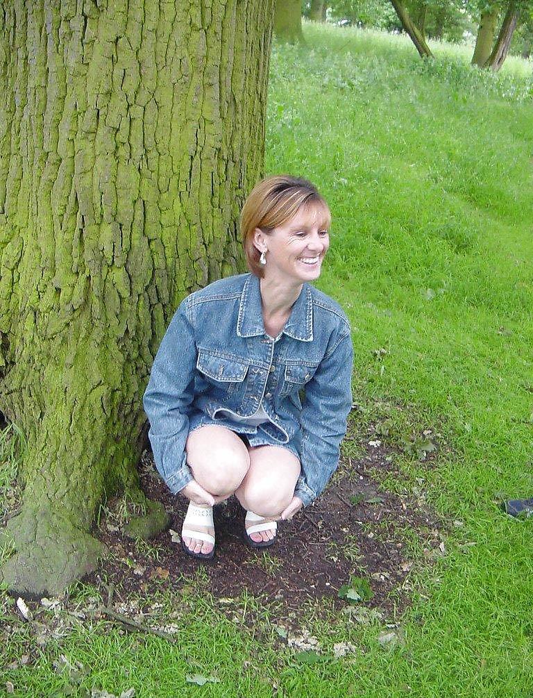 Ma femme suce dans les bois en forêt de Rambouillet