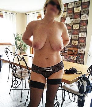 Femme Cougar, belle poitrine naturelle dispo pour rencontre adultèreine
