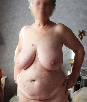 La grosse poitrine d'une femme retraitée à Metz
