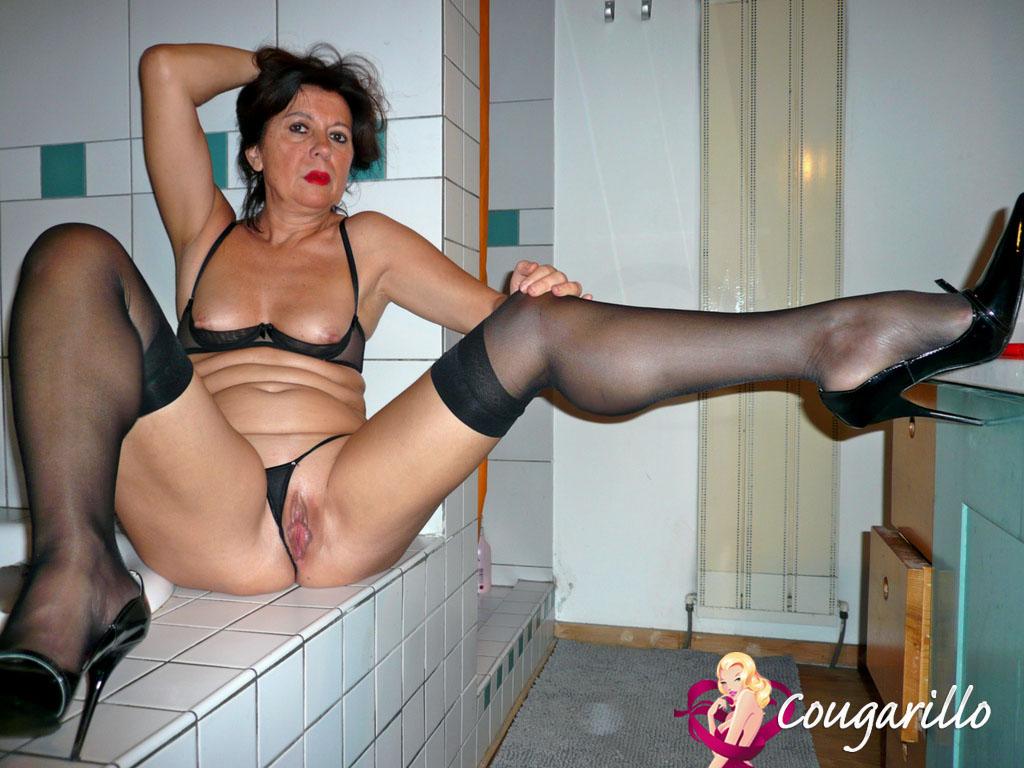 Femme Cougar de Béziers en lingerie sexy