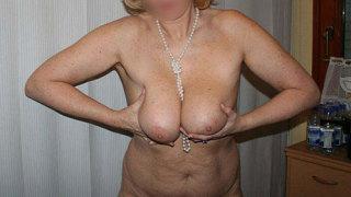 Plan cul Paris : Cougar blonde sexy de 51 ans