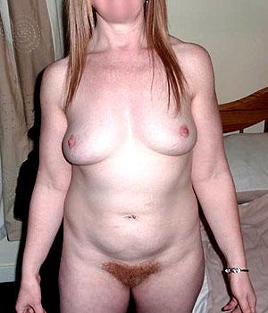Bagnoletaise, femme mûre avec un sexe poilu (rousse)