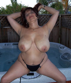 Femme mature exhibe sa grosse poitrine