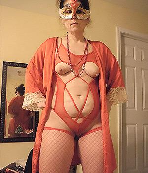 Mandolocienne libertine en lingerie coquine