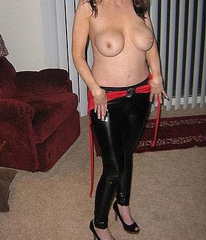 Colmarienne mature avec une grosse paire de seins