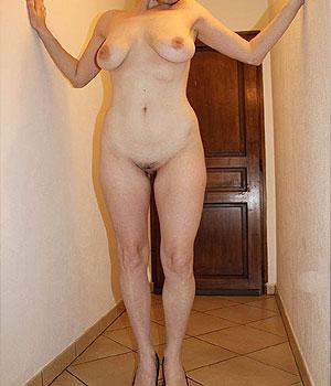 Belle Montmorillonnaise brune toute nue