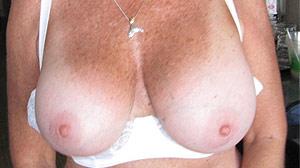 Rencontre Cougar Pau, grosse poitrine naturelle