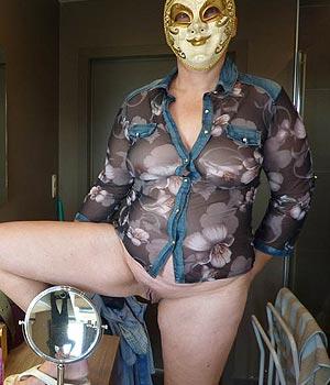 Mulhousienne porte un masque libertin
