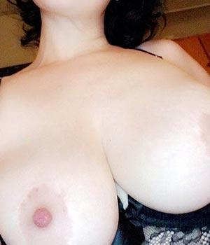 Belle poitrine en exhib Webcam