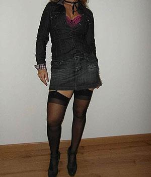 Mini-jupe en jean et bas nylon