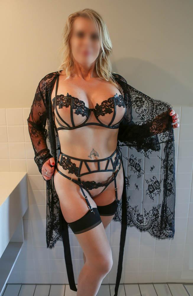 En lingerie coquine