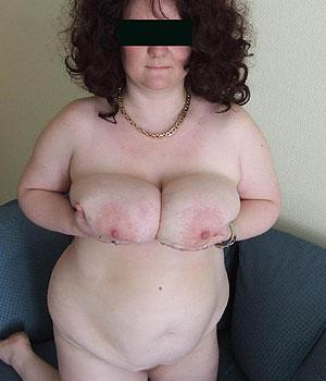 Je montre mes deux gros seins naturels