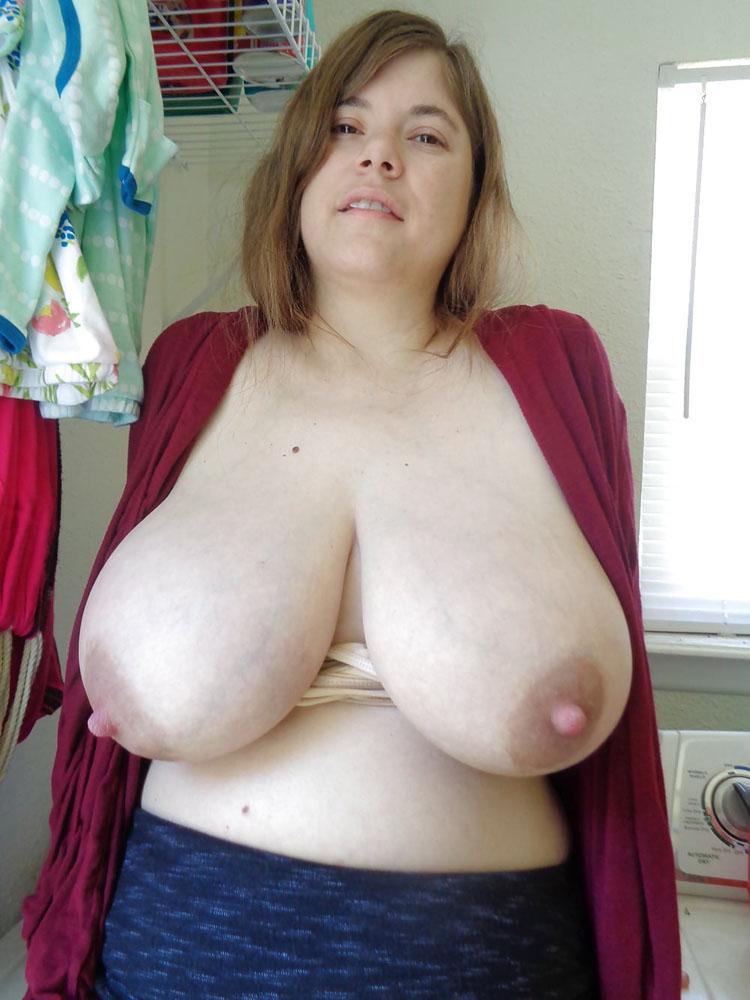 Grosse poitrine laiteuse