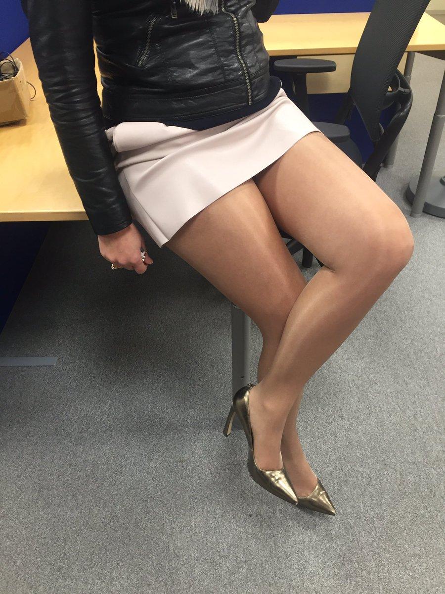 Mini-jupe sexy au bureau