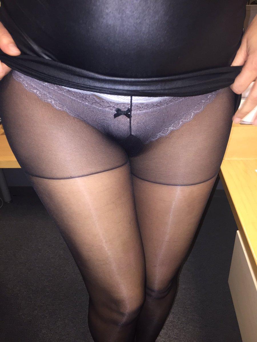 Ma culotte en dessous la paire de collants