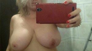 Femme pulpeuse et sexy, gros seins.