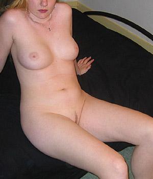 Belle paire de seins et petite chatte rasée