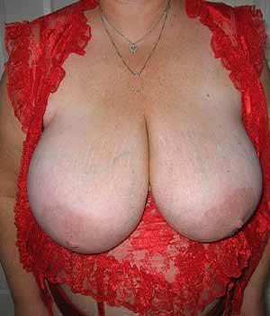 Grosse paire de seins lourds